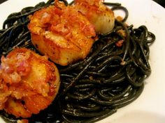 Black Squid Ink Pasta with Seared Scallops and Bacon Seafood Pasta, Seafood Recipes, Pasta Recipes, Dinner Recipes, Black Pasta, Squid Ink Pasta, Scallop Pasta, Great Recipes, Favorite Recipes