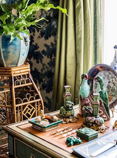 """Alex Papachristidis' New York house ~ a vignette on Alex's desk unites two of his collecting passions: animal motifs and chinoiserie. He's also a big proponent of indoor plants. """"It's important to have living things in the house other than the people. Interior Exterior, Home Interior, Interior Design, Chinoiserie Elegante, Decorative Accessories, Home Accessories, Foto Still, British Colonial Style, Asian Decor"""