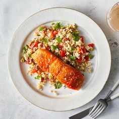Salmon with Roasted Red Pepper Quinoa Salad - This zesty quinoa salad is delicious all on its own, with some serious Mediterranean flair. Make a double batch for lunches later in the week. Zesty Quinoa Salad, Quinoa Rice, 500 Calorie Dinners, Sunday Dinner Recipes, Dinner Ideas, Sunday Dinners, Mediterranean Diet Recipes, Mediterranean Salmon, Just Cooking