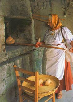 Google+ People Around The World, Around The Worlds, La Trattoria, Foto Glamour, Italian People, Italian Bread, Italian Pasta, Photo D Art, How To Make Bread