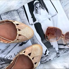 Corso como flats Super chic neutral flats to go with everything by Corso como. Great condition! Corso Como Shoes Flats & Loafers