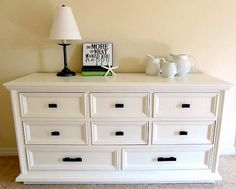 Como pintar muebles de maderaPintar muebles es un recurso a tener en cuenta si quieres darle un nuevo aire a la decoración de tu casa y no q...