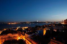 Love Lissabon  Für den nächsten Städtetrip nach Lissabon: die wichtigsten Punkte auf der Stadtkarte | Via myself Germany | April 2015 Gegensätze ziehen sich bekanntlich an - in der portugiesischen Hauptstadt finden sie sich: Tradition trifft auf Moderne, Altbekanntes auf Design, Ruhe auf Trubel. Die wichtigsten Punkte auf der Stadtkarte für den nächsten Trip nach Lissabon #Portugal
