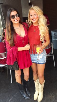 Hot and sexy cowgirl outfits for party on stylevore Sexy Cowgirl Outfits, Rodeo Outfits, Western Outfits, Cute Outfits, Fashionable Outfits, Whiskey Girl, Country Fall Fashion, Autumn Fashion, Fall College Outfits