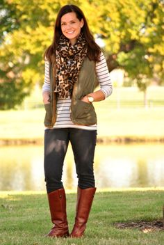 Olive vest, striped shirt, leopard scarf and jeans with cognac riding boots Best Casual Dresses, Casual Fall Outfits, Fall Winter Outfits, Sexy Dresses, Dress Winter, Dress Casual, Spring Outfits, Western Outfits, Vest Outfits