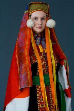 Wedding attire of a bride from Nizhny Novgorod Province, Russia. Early 20th century.