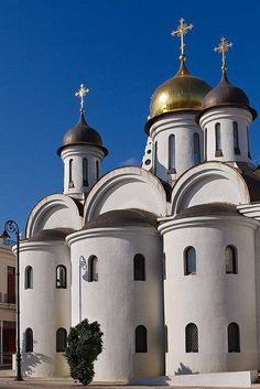 Pour l'architecture de leurs églises.