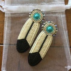 New Pictures feather Beadwork Thoughts Place tension can create a substantial affect on the way your necklaces looks. No-one wants to devote a long Beaded Earrings Native, Beaded Earrings Patterns, Seed Bead Earrings, Native Beading Patterns, Bead Patterns, Beaded Necklace, Indian Beadwork, Native Beadwork, Bond