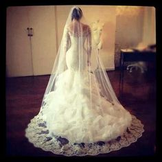Wedding dress with veil. Ruffles and fitted, hour glass figure