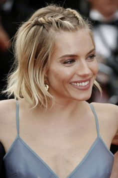 Sienna Miller - Short Hair with braids- Sienna Miller - Kurzes Haar mit Zöpfen - # Braids for short hair updo Cute Hairstyles For Short Hair, Celebrity Hairstyles, Short Hair Cuts, Curly Hair Styles, Short Hair Prom Styles, Gorgeous Hairstyles, Short Hair With Braid, Braiding Short Hair, Bob Hairstyles How To Style