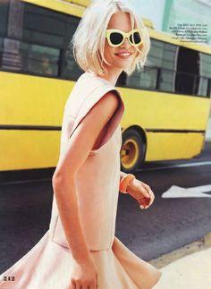 Cet été, on n'hésite pas à twister nos looks nude à coups d'accessoires aux coloris acides !