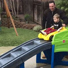 Another crazy funny gif dump to wrap your oddball chuckle bone around. From fails to fabulous, may this collection of wacky gifs put a big fat smile on your day Wtf Funny, Funny Fails, Funny Memes, Hilarious, Jokes, Funny Family Photos, Funny Pictures, Parenting Goals, Parenting Humor