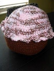 Free Crochet Giant Cupcake Pillow Pattern.