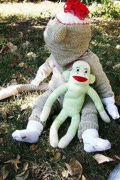 How To Make A Sock Monkey Costume – Homemade Ginger Sock Monkey Costumes, Sock Monkey Hat, Baby Halloween Costumes, Halloween Diy, Cute Gifts, Diy Gifts, Homemade Cleaning Wipes, Sugar Scrub Homemade, Old Sweater