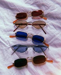 Sunnies for your Summer Wardrobe - Sunglasses Ideas Cute Sunglasses, Cat Eye Sunglasses, Sunnies, Sunglasses Women, Vintage Sunglasses, Summer Sunglasses, Cute Jewelry, Jewelry Accessories, Fashion Accessories
