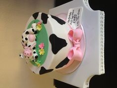 Isabella's Sweet Tooth! Amazing! Cow Cakes, Fondant Cakes, Cupcake Cakes, Cow Birthday Cake, Farm Birthday, Pretty Cakes, Beautiful Cakes, Sweet Cow, Farm Cake