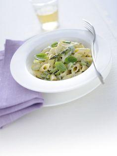 Ti piacciono gli asparagi? Gustali con la ricotta e il pepe verde in questo ottimo primo piatto: leggi la ricetta su Sale&Pepe.