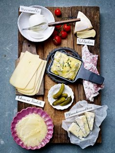25 Raclette Recipes: Small pans, very big! - Wunderweib - Raclette und Co - Food Fondue Raclette, Raclette Party, Raclette Ideas, Raclette Originale, Law Carb, Casseroles, Good Food, Yummy Food, Gourmet