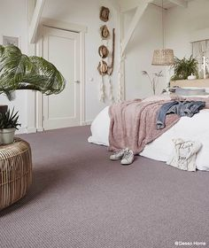 Pretty carpet brings romance and comfort to the Girls Bedroom, Bedroom Decor, Bedroom Ideas, Ibiza, Army Room, Pink Carpet, Bedroom Carpet, Luxury Apartments, How To Clean Carpet