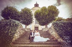 O víkendu byla svatba v Kostelním Vydří a tam to je vždy velká paráda... Díky Terce a Michaelovi, že jsem mohl být součástí jejich velkého dne.  #svatba #wedding #svatebnifoto #weddingphoto #svatebnifotograf #weddingphotographer #czechwedding #czech #czechphotographer #czechweddingphotographer #nevesta #zenich #kostelnivydri #kostel #zavoj #schody #svatbavkostele #mamsvojipracirad #fotiltomilan  Více svatebních fotek najdete na: www.instagram.com/mhavlifoto The 4, Milan, Instagram Posts