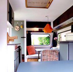 Caravan interior Stoere kleurencombinatie | Caravanity10