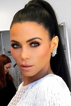 These it girl ponytails are a celebrity favorite hairstyle and they are SO easy to create. We love this high pony on Jenna Dewan Tatum — it pairs so well with her smokey eye makeup style
