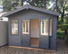 Building a shed is a popular solution for creating storage space outside the house. Whether you are thinking about having a go and building a shed yourself Shed Office, Backyard Office, Backyard Studio, Garden Office Uk, Garden Studio, Backyard Storage Sheds, Backyard Sheds, Outdoor Sheds, Summer House Garden