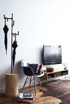 Nice rack. Nice TV set.