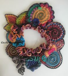 freeform crochet by Cécile Meraglia. This would be a pretty decor around a vase of simple flowers.