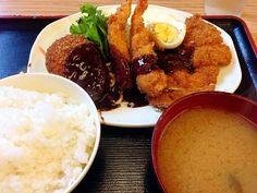 もとや食堂 / エビフライ チキンカツ ビーフコロッケ 玉子フライ サラダ ご飯 お味噌汁 430円