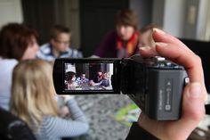 video hometraining - Module VHT heeft mij erg geïnspireerd. Door eerst op een afstandje de situatie observeren en daarna de ouder te laten zien wat er al wel goed gaat, vind ik een erg fijne manier van werken. De positieve benadering geeft ouders hoop en kracht om in te zien dat het wel goed kan gaan.