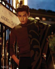 Those intense eyesss... No I just can't... #T.O.P #ChoiSeungHyun [Vogue]