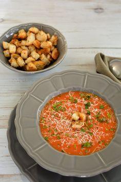 Înainte să scriu rețeta asta de supă cremă demorcovi și ardei cu cașcaval m-am apucat să număr rețetele de supă-cremă de pe blog. Nu de alta, dar poate mai aveați vreun dubiu că acestea sunt prefe…