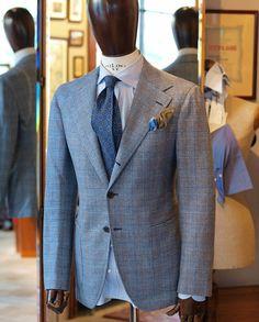 2,5 button Zaremba jacket fron wonderful loro piana fabric.