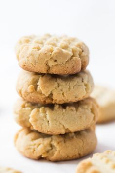 These almond flour shortbread cookies are one of the easiest recipes you could ever make. Just 5 ingredients, one bowl and less than 10 minutes to bake. v (Recipes To Try Almond Flour) Almond Flour Cookies, Baking With Almond Flour, Almond Flour Recipes, Paleo Cookies, Baking Flour, Gluten Free Cookies, Cookie Recipes, Almond Shortbread Cookies, Almond Flour Desserts