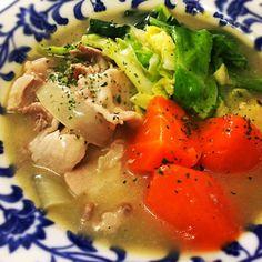 5月5日夕食メニュー ⚫︎豚肉と春キャベツのクリーム煮 ⚫︎イタリアンサラダ ⚫︎オニオンスープ - 10件のもぐもぐ - 豚肉と春キャベツのクリーム煮 by 下宿hirota&メゾンhirota