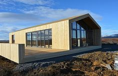 This modern wooden retreat designed by Tonnatak is situated in Bláskógabyggð, Island. Read also on Offsomedesign Outdoor living in amazing summer house OLA 25 – kitchen island Island residence Retreat house in Sydney Modern Residential Architecture, Wooden Architecture, Contemporary Barn, Modern Barn, Pavillion, Retreat House, Long House, Weekend House, Gardens