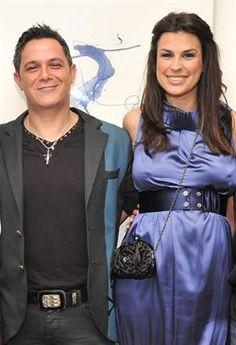 Alejandro Sanz y Raquel Perera se han casado   http://www.europapress.es/chance/gente/noticia-alejandro-sanz-raquel-perera-casado-20120527150624.html
