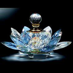 Tendance parfums agitare-kurzartik scent bottle in crystal lotus flower Crystal Perfume Bottles, Antique Perfume Bottles, Vintage Bottles, Blue Perfume, Car Perfume, Bottle Vase, Glass Bottles, Potion Bottle, Wine Bottles