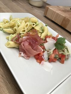 Guacamole and vegetables pasta