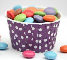 Diese schönen Förmchen für Muffins/Cupcakes sind stabil und haben eine besondere fettundurchlässige Innenbeschichtung, so daß sie nach dem Backen n...