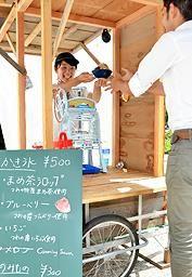山陰中央新報社|津和野の酒蔵で「氷屋」 今年も開店 地域おこし協力隊の小林さん Kakigori-ice vendor - #Tsuwano, Japan