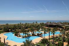 Beach and Pool Day View / Playa y Piscina Vista Diurna