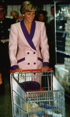 Princess Diana didn't need a PA to do her groceries for her. Like most moms, the royal strolled her cart through a supermarket during a visit to Solihull in 1990 For all the Photos and More : http://www.viral-news.net/for-the-very-first-time-revealing-some-unknown-facts-about-princess-diana/#.V406AOsrLIU