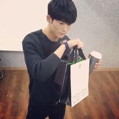 - [VIDEO/#TALKING_WOOSEOK] 151127 BYEONWOOSEOK IG UPDATE - Wooseok using GUESS smart watch - like my previous pics if you haven't feel free to follow @modelkimkibum :) {歡迎留言喔! please feel free to comment!} #korea#korean#seoul#koreanmodel#model#fashionmodel#fashion#kfashion#yg#ygentertainment#ygkplus#ygkplusmodel#byeonwooseok#변우석#모델변우석#패션#모델#와이지케이플러스#존잘#귀요미#팔로우#邊佑錫 @byeonwooseok