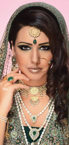 Latest Asian Bridal Makeup New Look Indian Bridal Makeup, Indian Bridal Wear, Asian Bridal, Punjabi Traditional Jewellery, Moda Indiana, Bollywood, Braut Make-up, Bride Makeup, Wedding Makeup