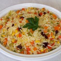Aprenda a preparar arroz à grega tradicional com esta excelente e fácil receita.  O arroz à grega é um prato com cara de festa, colorido e nutritivo. É o...
