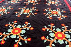 Hand Applique Rose of Sharon - Graphic Black background QUILT TOP - Must See ! #MuseumQuiltscom