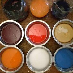 Dia de tapioca. Com pigmentos naturais. Polvilho doce mais sucos ou infusões coloridos: beterraba, cenoura, flor de feijão borboleta, café etc. Como fazer? Tem no blog Come-se. Vá à caixa de busca e digite tapioca. Ou veja aqui mesmo no meu insta as hashtags #comofazertapioca (tem filminhos) e também #tapiocascoloridas #tapiocamosaico