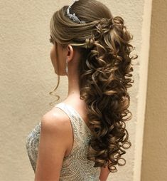 Long Wedding Hairstyle Inspiration 2018 Modren Villa is part of Quinceanera hairstyles - Long Wedding Hairstyle Inspiration 2018 Long Hair Wedding Styles, Wedding Hairstyles For Long Hair, Wedding Hair And Makeup, Pretty Hairstyles, Sweet 16 Hairstyles, Trendy Wedding, Wedding Hairstyles For Curly Hair, Curly Bridal Hair, Bride Hairstyles For Long Hair